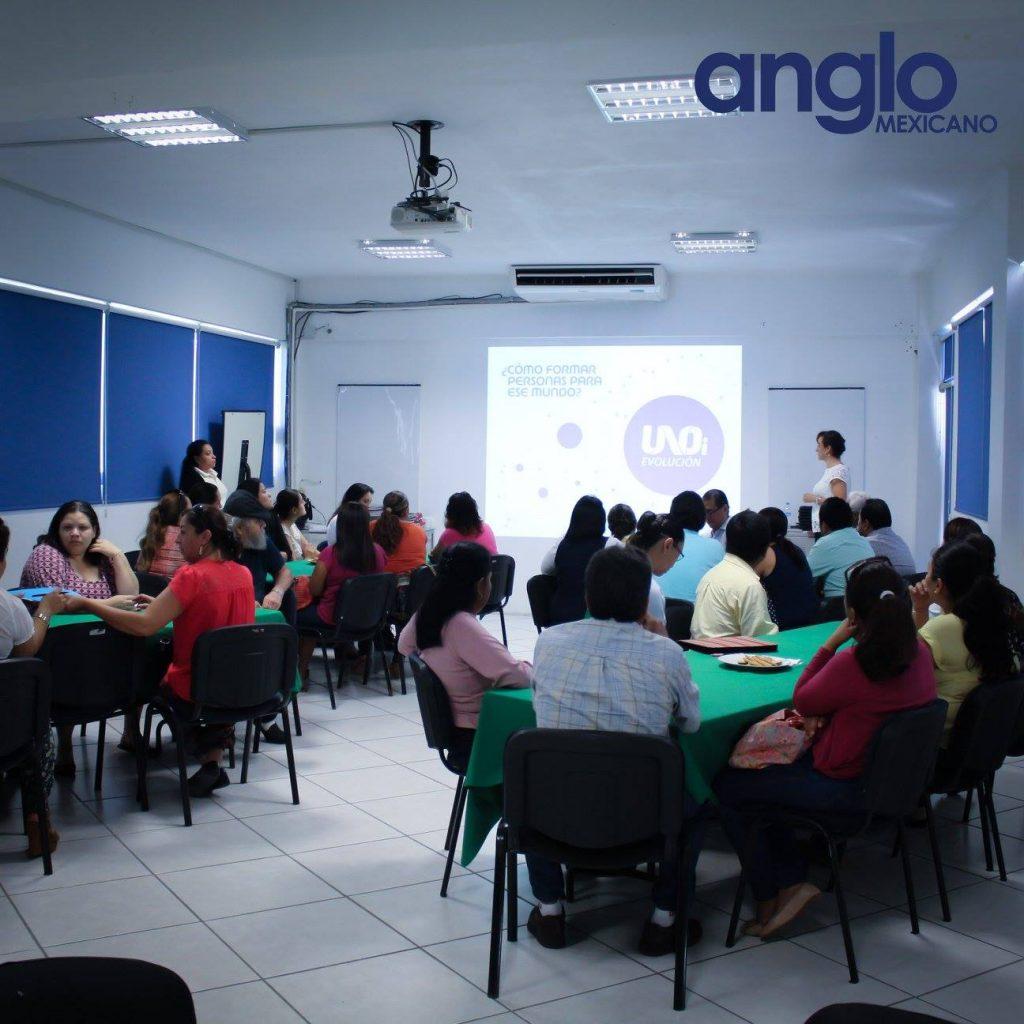 clase sistema uno con padres colegio anglo mexicano de coatzacoalcos