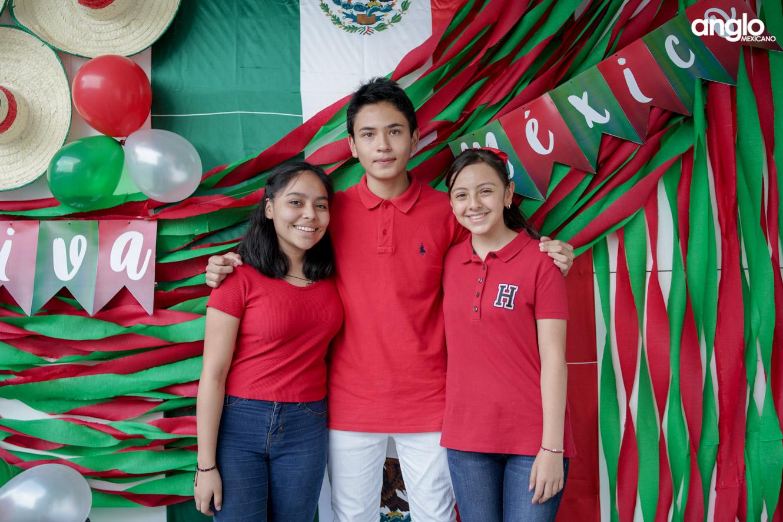 ANGLO MEXICANO DE COATZACOALCOS-BACHILERATO-MAÑANITAS MEXICANAS-08026
