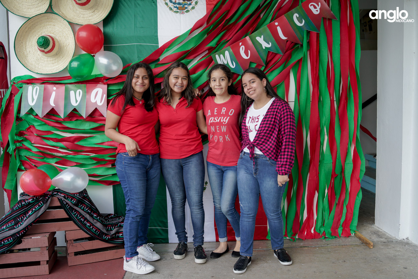 ANGLO MEXICANO DE COATZACOALCOS-BACHILERATO-MAÑANITAS MEXICANAS-08063