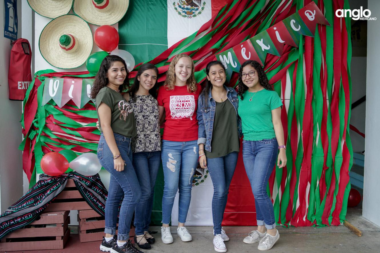 ANGLO MEXICANO DE COATZACOALCOS-BACHILERATO-MAÑANITAS MEXICANAS-08112