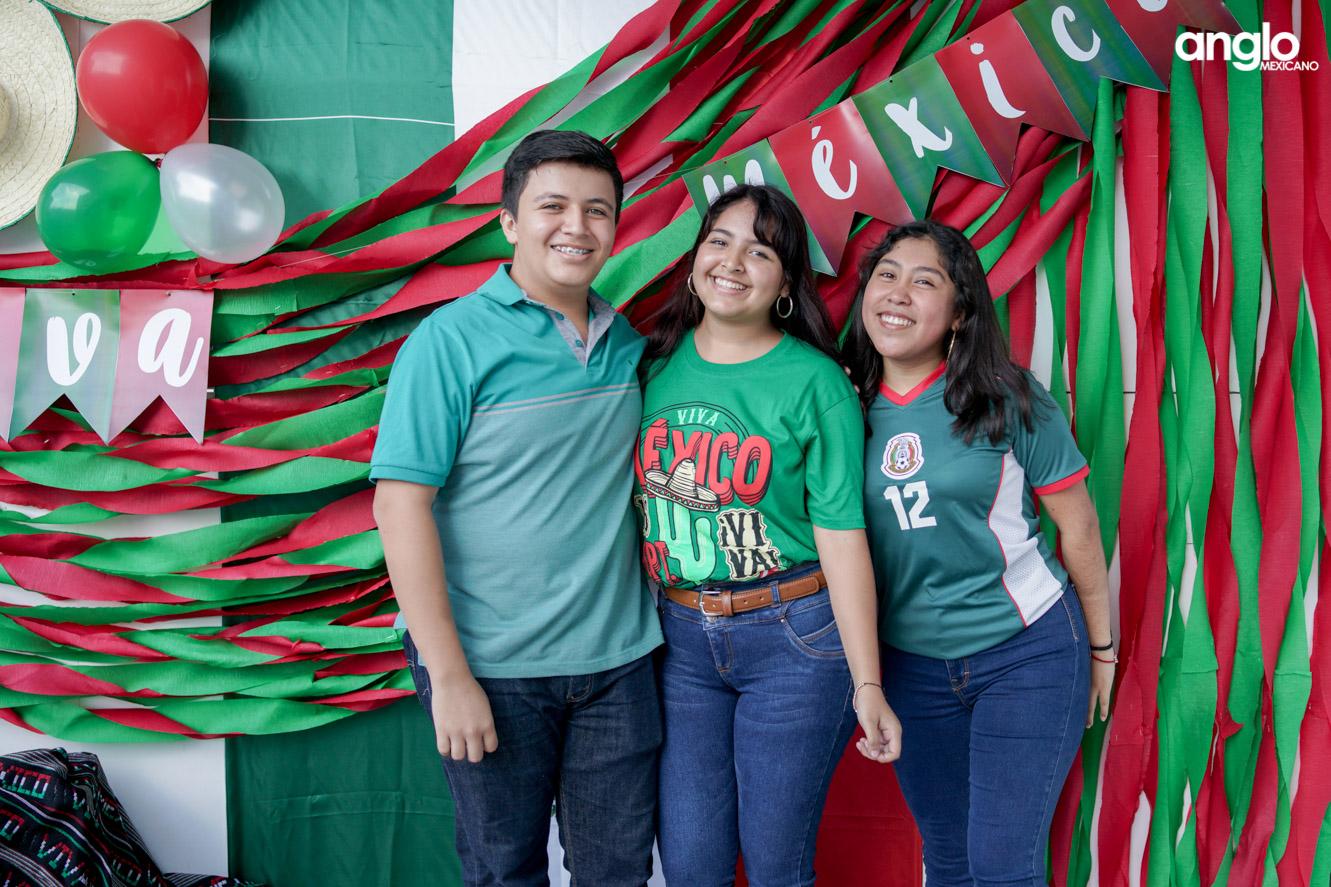 ANGLO MEXICANO DE COATZACOALCOS-BACHILERATO-MAÑANITAS MEXICANAS-08224