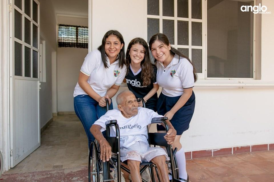 Colegio Anglo Mexicano de Coatzacoalcos - Donación del día del abuelo - 2019 - 3