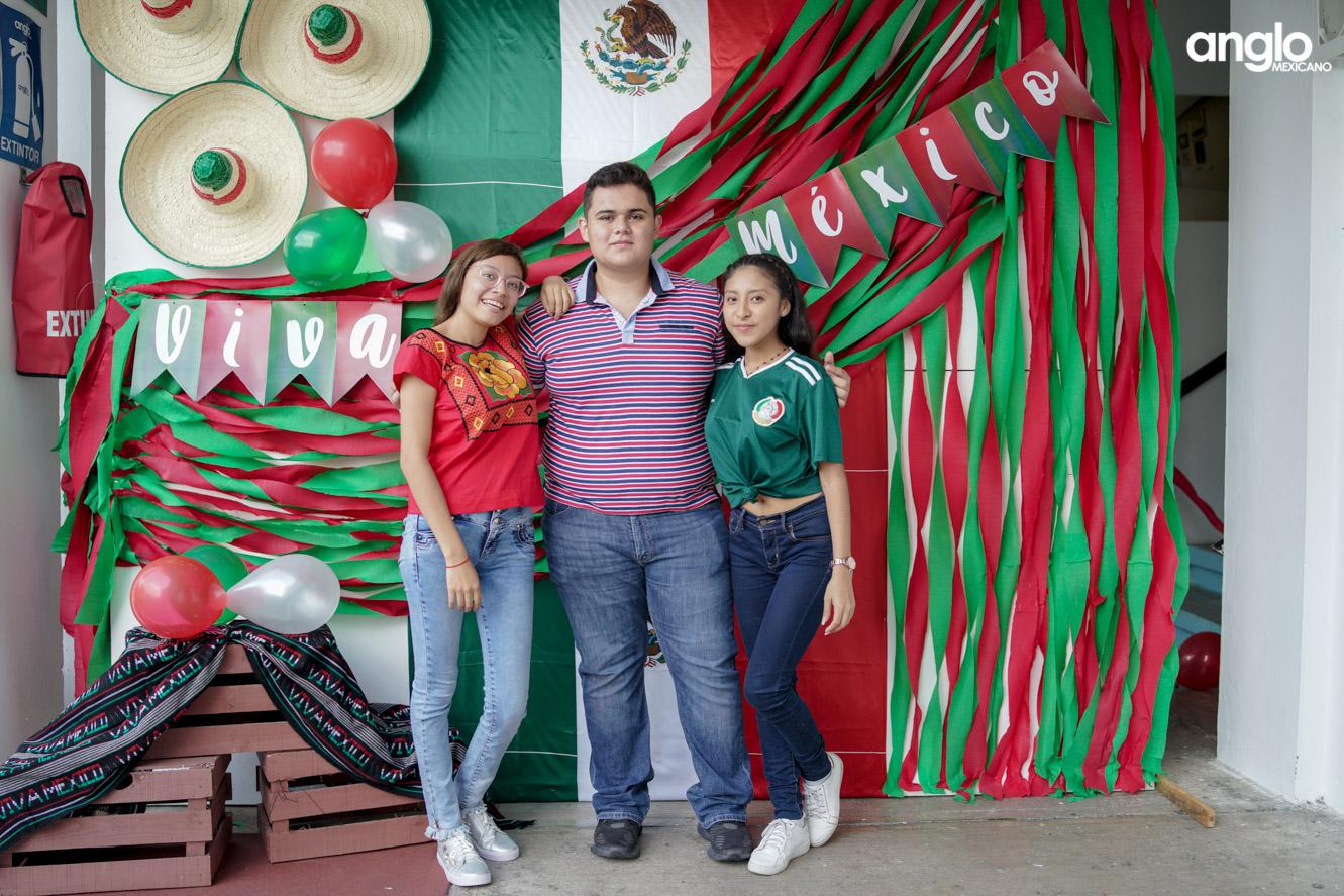 ANGLO MEXICANO DE COATZACOALCOS-BACHILERATO-MAÑANITAS MEXICANAS-08066