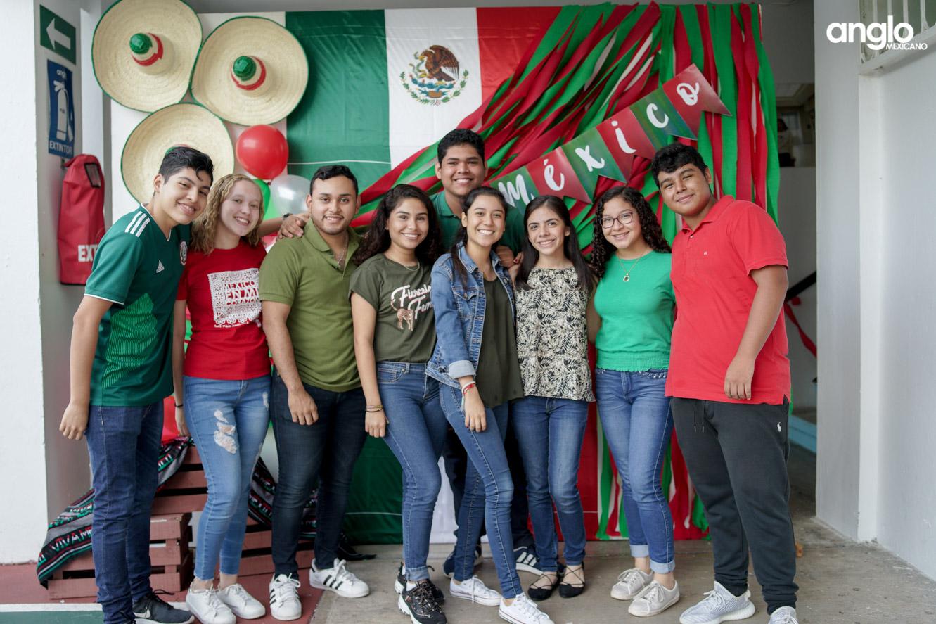 ANGLO MEXICANO DE COATZACOALCOS-BACHILERATO-MAÑANITAS MEXICANAS-08075