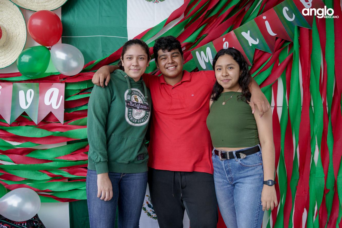 ANGLO MEXICANO DE COATZACOALCOS-BACHILERATO-MAÑANITAS MEXICANAS-08120