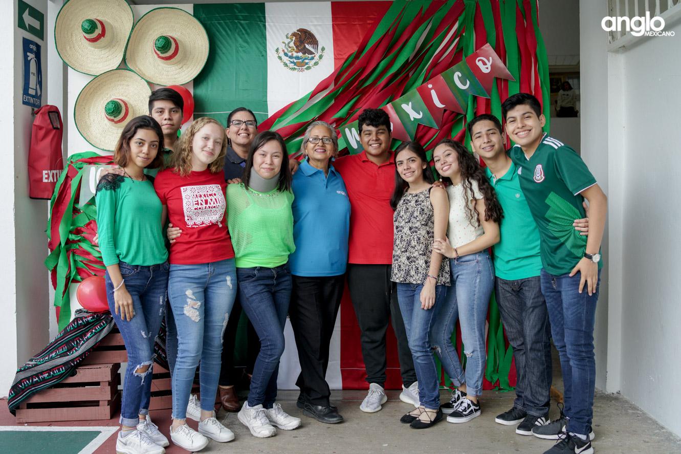 ANGLO MEXICANO DE COATZACOALCOS-BACHILERATO-MAÑANITAS MEXICANAS-08154