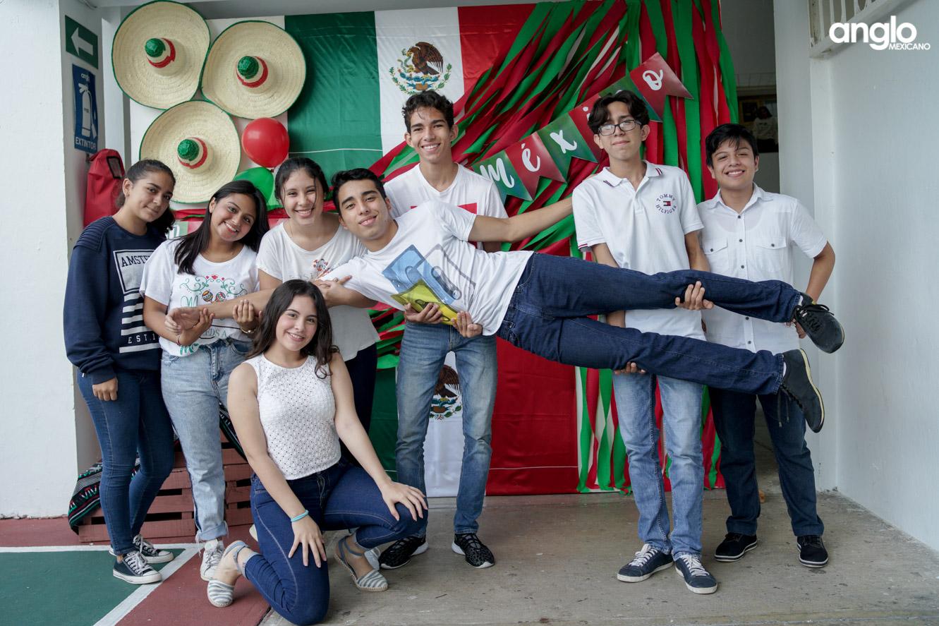 ANGLO MEXICANO DE COATZACOALCOS-BACHILERATO-MAÑANITAS MEXICANAS-08168