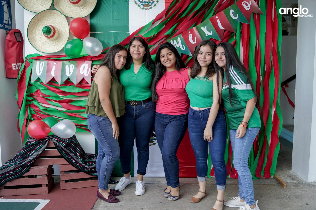 ANGLO MEXICANO DE COATZACOALCOS-BACHILERATO-MAÑANITAS MEXICANAS-08199