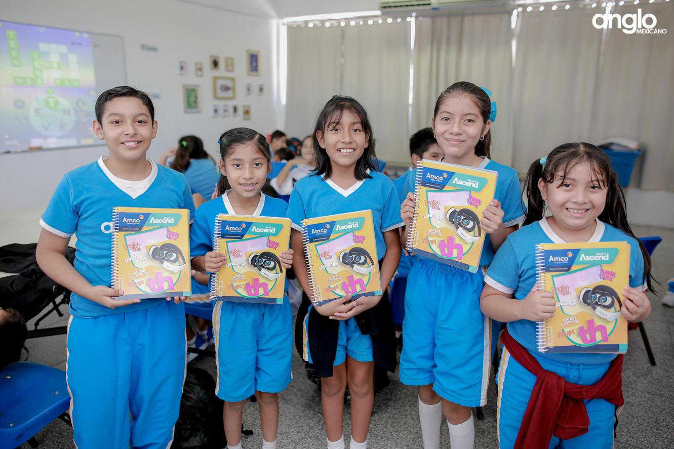 COLEGIO ANGLO MEXICANO DE COATZACOALCOS-PRIMARIA-ENTREGA DE LIBROS AMCO-8424